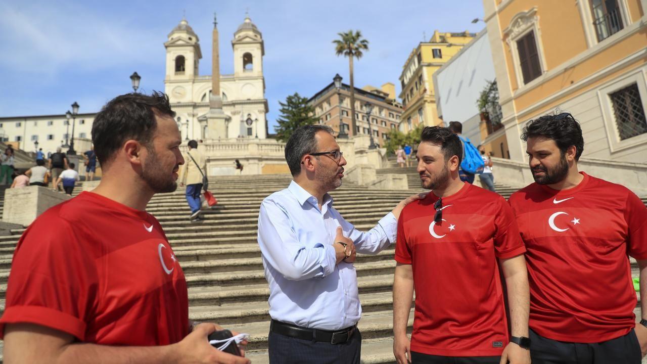 Türkiye - İtalya maçı öncesi taraftarlar tribünlerde yerini aldı - Sayfa 2