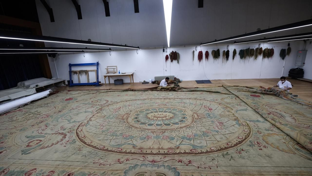 Dolmabahçe Sarayı'nın 119 yıllık tarihi halısı restore ediliyor - Sayfa 1