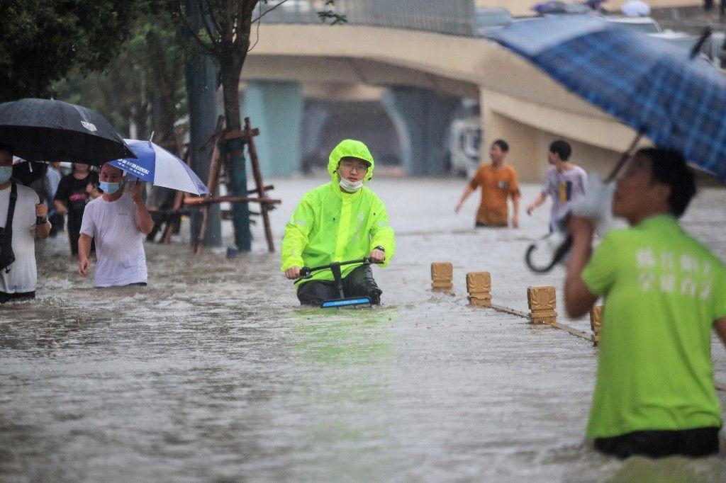 Çin'de 'bin yılın en şiddetli yağmuru' sele neden oldu: 12 kişi hayatını kaybetti - Sayfa 4