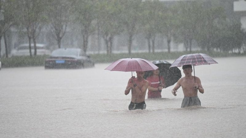 Çin'de 'bin yılın en şiddetli yağmuru' sele neden oldu: 12 kişi hayatını kaybetti - Sayfa 1