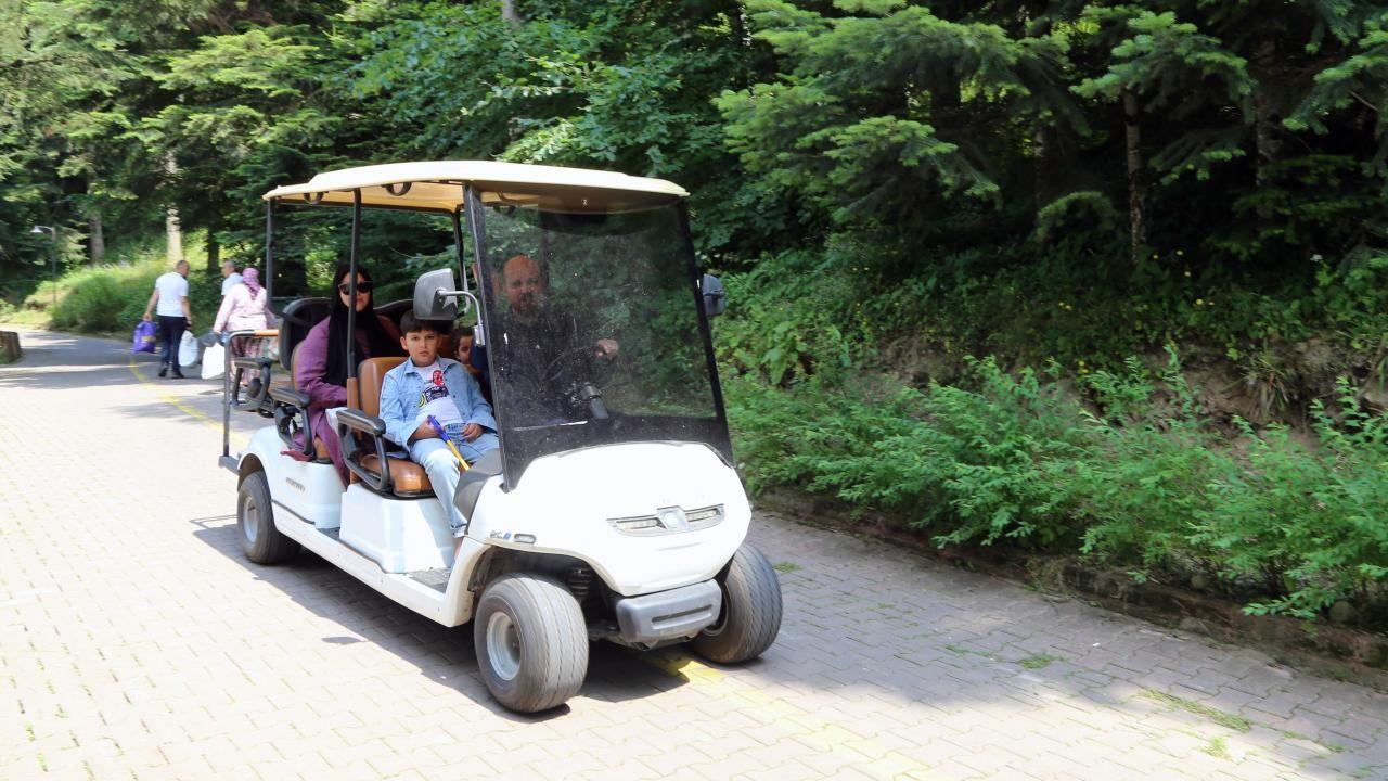 Gölcük Tabiat Parkı bayramda tatilcilerin akınına uğradı - Sayfa 1