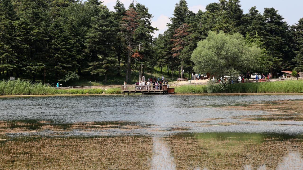 Gölcük Tabiat Parkı bayramda tatilcilerin akınına uğradı - Sayfa 2