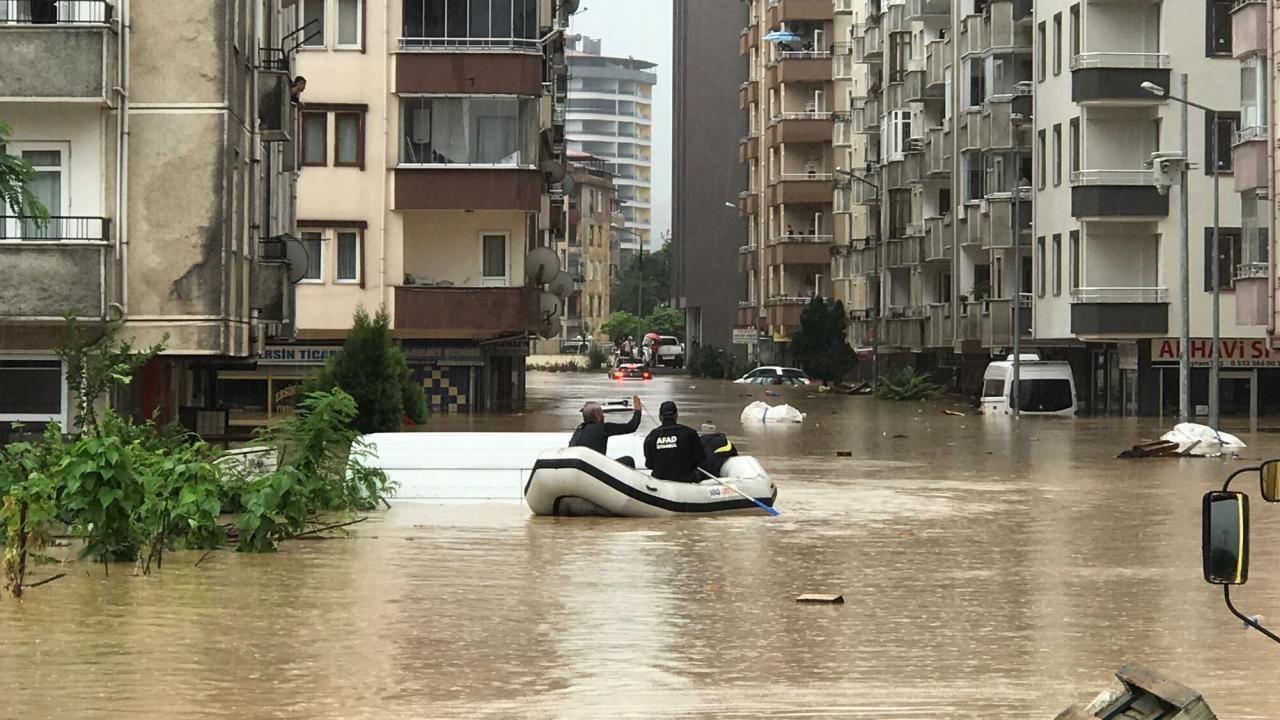 Arhavi'de vatandaşlar botlarla kurtarıldı - Sayfa 1