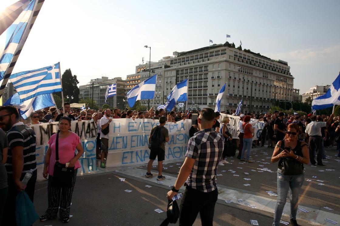Yunanistan'da aşı karşıtları polisle çatıştı - Sayfa 1