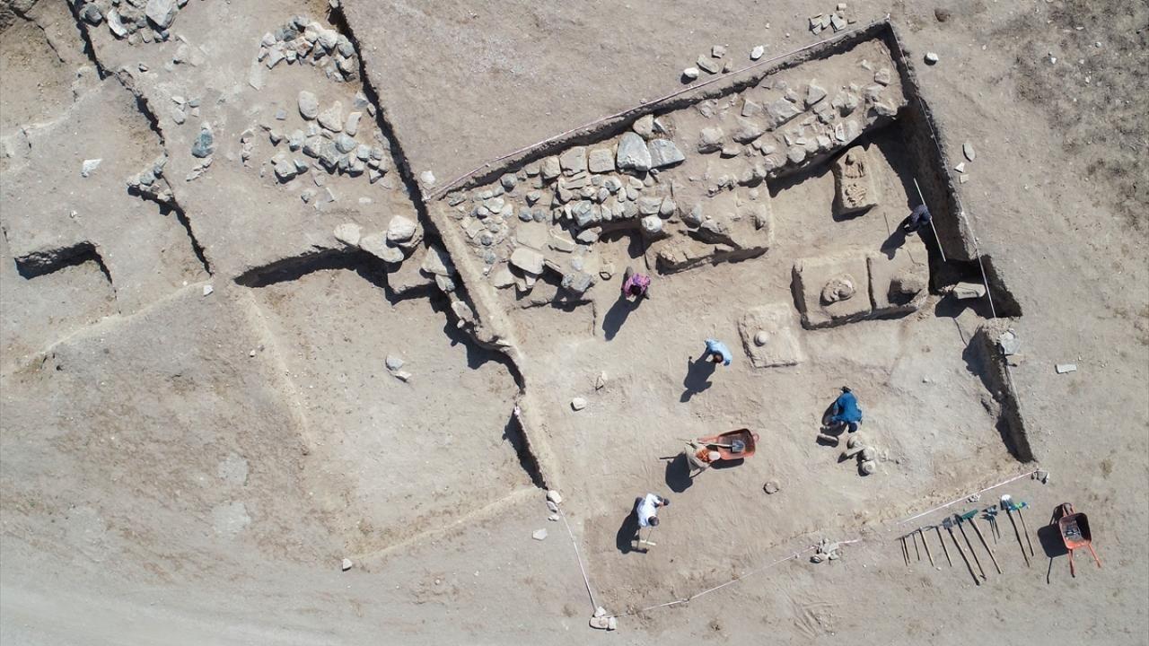 Çavuştepe Kalesi'nde Urartular dönemine ait 45 urne bulundu - Sayfa 1