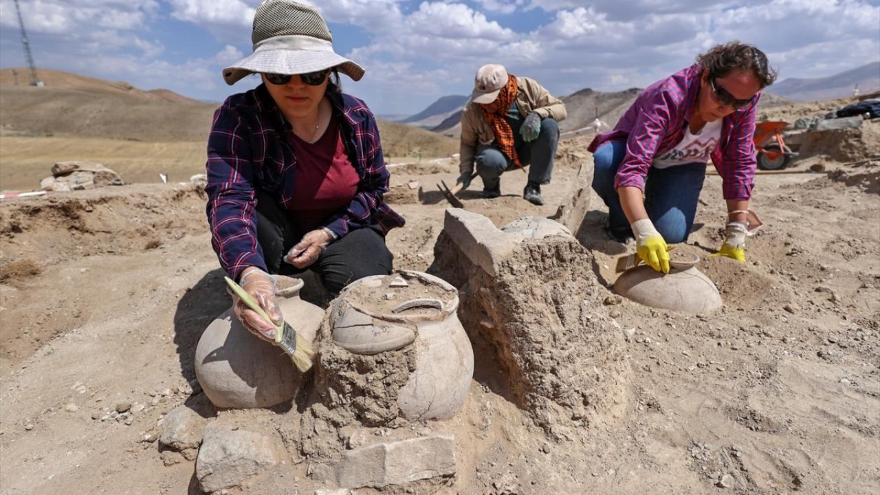Çavuştepe Kalesi'nde Urartular dönemine ait 45 urne bulundu - Sayfa 2
