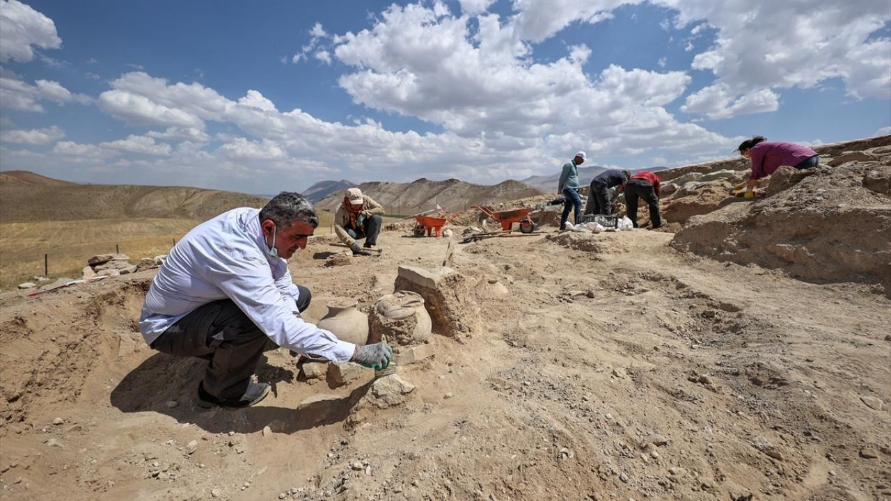 Çavuştepe Kalesi'nde Urartular dönemine ait 45 urne bulundu - Sayfa 3