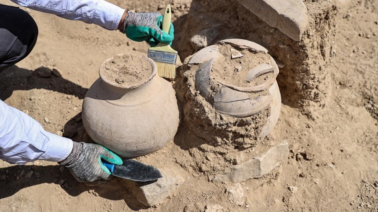Çavuştepe Kalesi'nde Urartular dönemine ait 45 urne bulundu - Sayfa 4