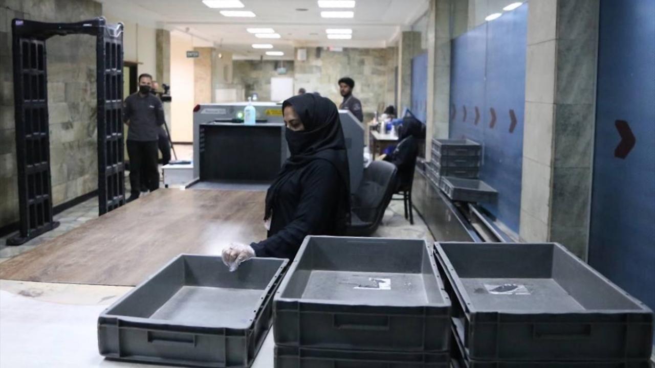Kabil Havalimanı'nda kadın personeller yeniden işbaşı yaptı - Sayfa 1
