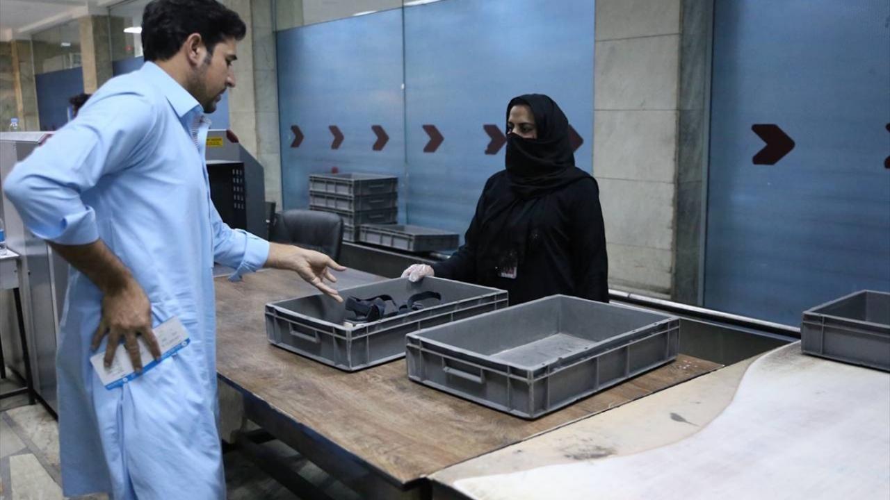 Kabil Havalimanı'nda kadın personeller yeniden işbaşı yaptı - Sayfa 4
