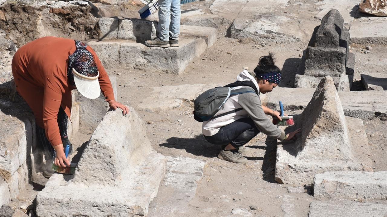 Ani Örenyeri'nde yeni kazılar: Selçuklu kümbeti ve mezarlığı bulundu - Sayfa 3