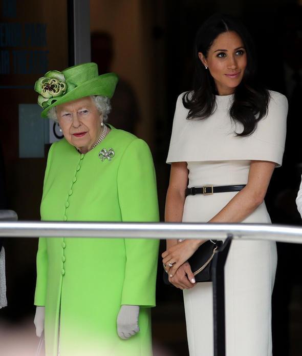 Kraliçe'nin kalbini öyle bir çaldı ki: Artık sırtı yere gelmez - Sayfa 1