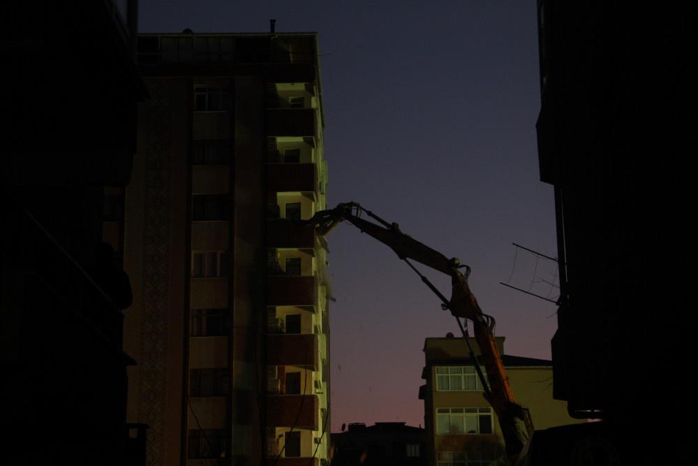 Kartal'da riskli binanın yıkımına başlandı - Sayfa 1