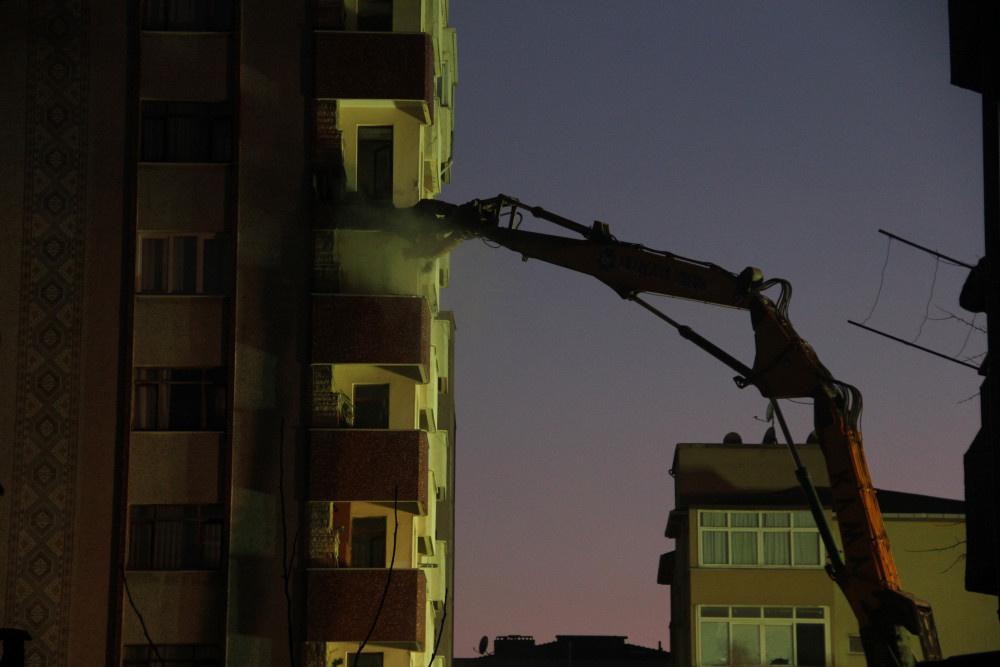 Kartal'da riskli binanın yıkımına başlandı - Sayfa 2