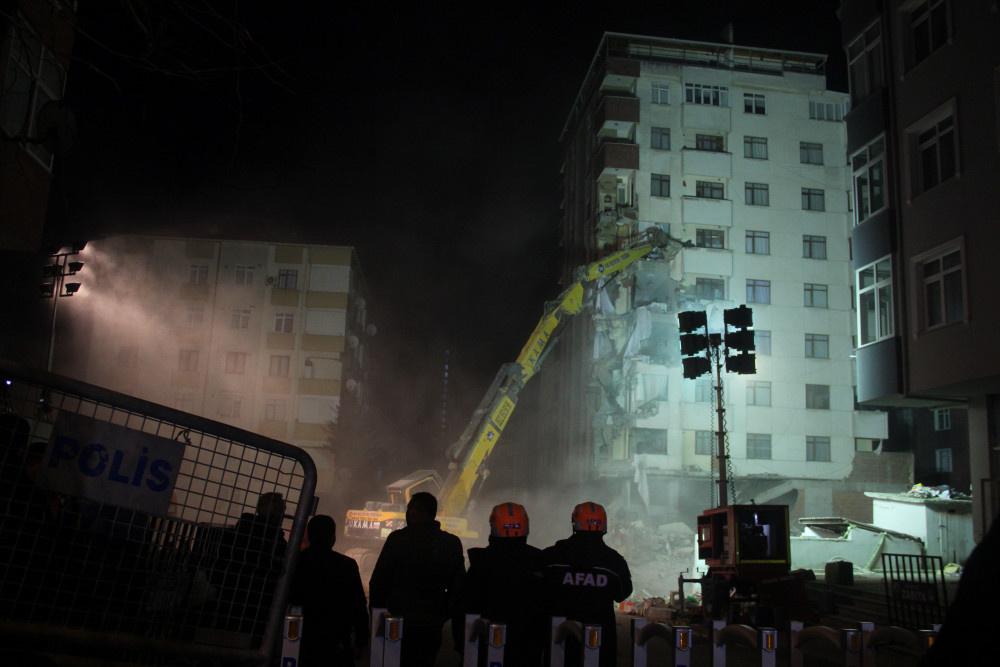 Kartal'da riskli binanın yıkımına başlandı - Sayfa 4