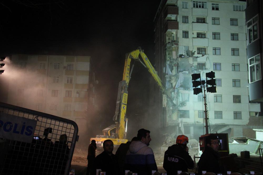 Kartal'da riskli binanın yıkımına başlandı - Sayfa 5