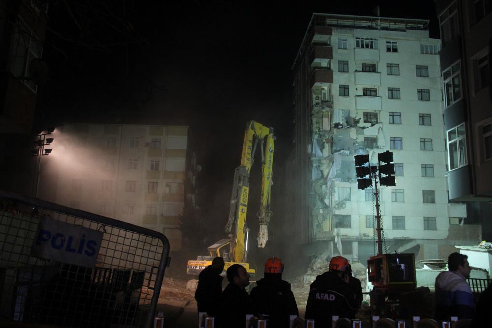 Kartal'da riskli binanın yıkımına başlandı - Sayfa 6