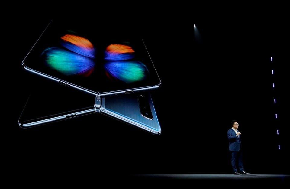 Samsung'un 6 kameralı son bombası! Fiyatı dudak uçuklattı! - Sayfa 1