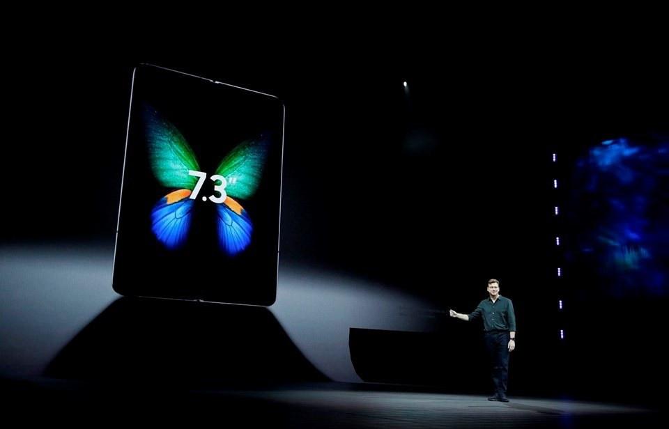 Samsung'un 6 kameralı son bombası! Fiyatı dudak uçuklattı! - Sayfa 3