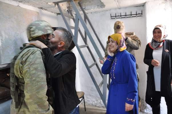Sınırda görev yapan askere 'Anneler Günü' sürprizi - Sayfa 2