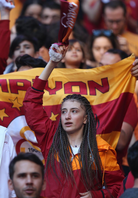 Galatasaray şampiyonluğunu kutladı - Sayfa 2