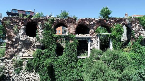 16 asırlık tarihi İstanbul surları tehlike altında - Sayfa 3