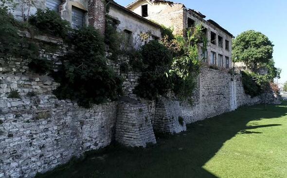 16 asırlık tarihi İstanbul surları tehlike altında - Sayfa 4