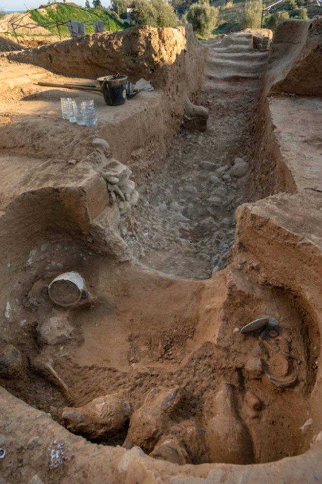 Kazdıkları mezarın içinden tarihi hazine çıktı! - Sayfa 2