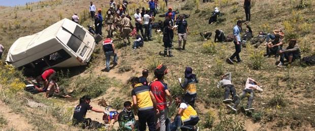 Minibüs devrildi: 17 ölü 50 kişi yaralandı. - Sayfa 1