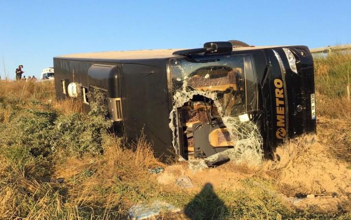 Eskişehir'de yolcu otobüsü devrildi! Çok sayıda yaralı var - Sayfa 1