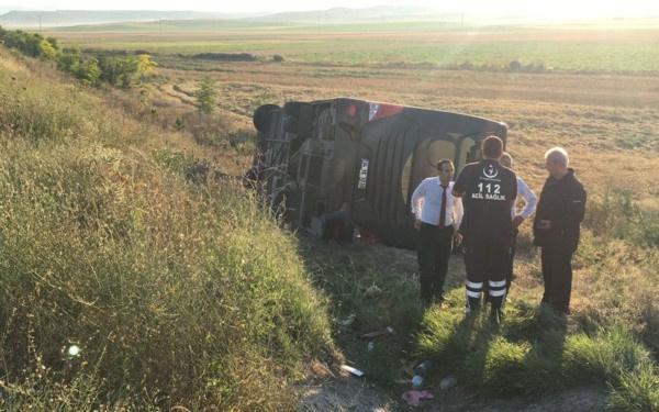 Eskişehir'de yolcu otobüsü devrildi! Çok sayıda yaralı var - Sayfa 4