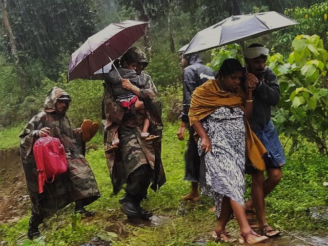 Hindistan'daki sel ve toprak kaymalarında ölü sayısı artıyor - Sayfa 1