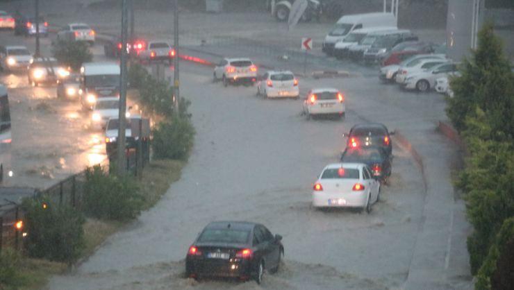 Şiddetli yağış! Sokaklar göle döndü. - Sayfa 2