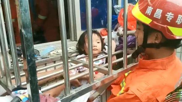Kafası demir parmaklıklara sıkışan küçük kız böyle kurtarıldı - Sayfa 2