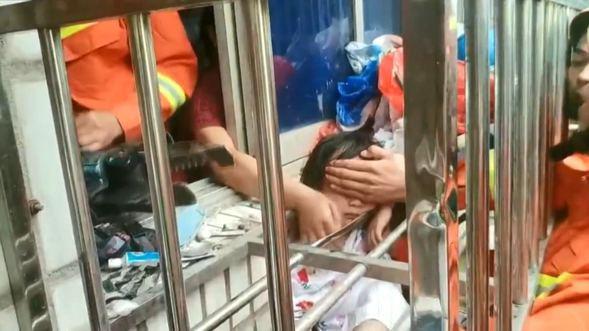 Kafası demir parmaklıklara sıkışan küçük kız böyle kurtarıldı - Sayfa 4