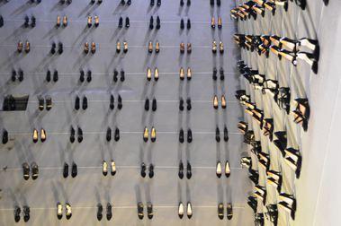 Kadın cinayetlerine dikkat çekmek için duvara 440 çift ayakkabı asıldı - Sayfa 4