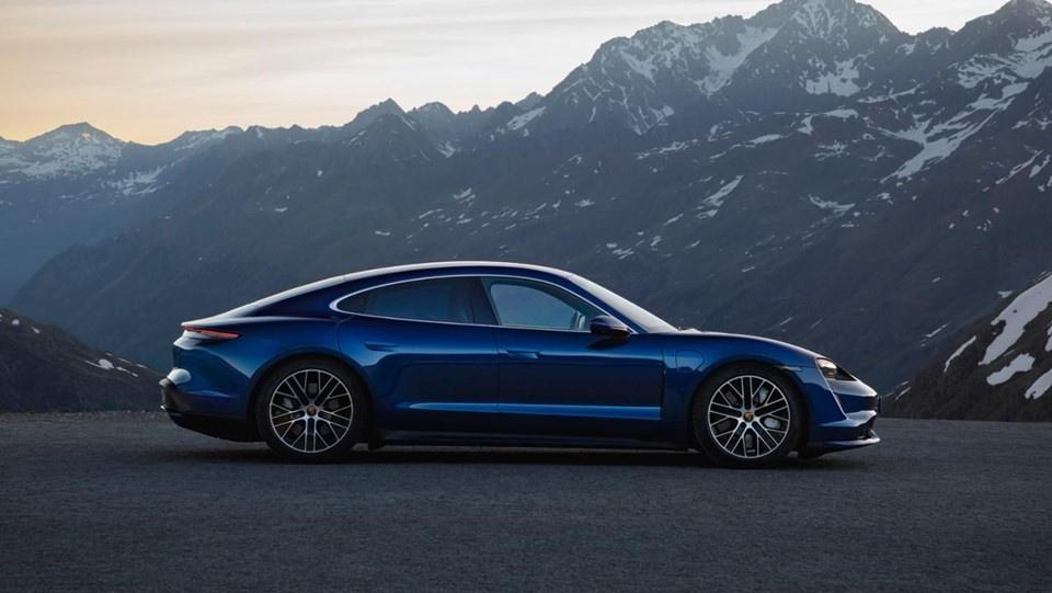 Porsche ilk tam elektrikli modeli Taycan'ı tanıttı - Sayfa 1