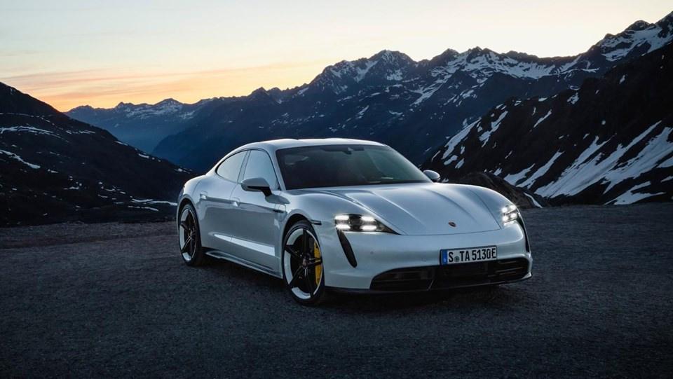 Porsche ilk tam elektrikli modeli Taycan'ı tanıttı - Sayfa 4
