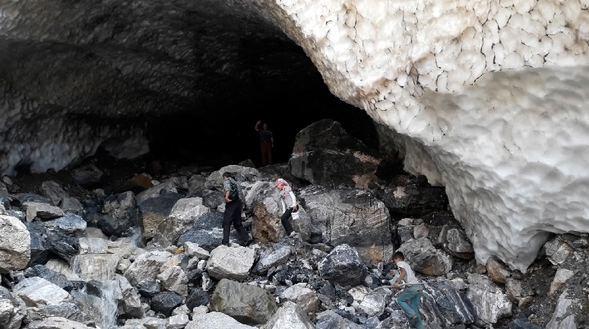 Sason'da görenleri hayrete düşüren kar tüneli - Sayfa 1
